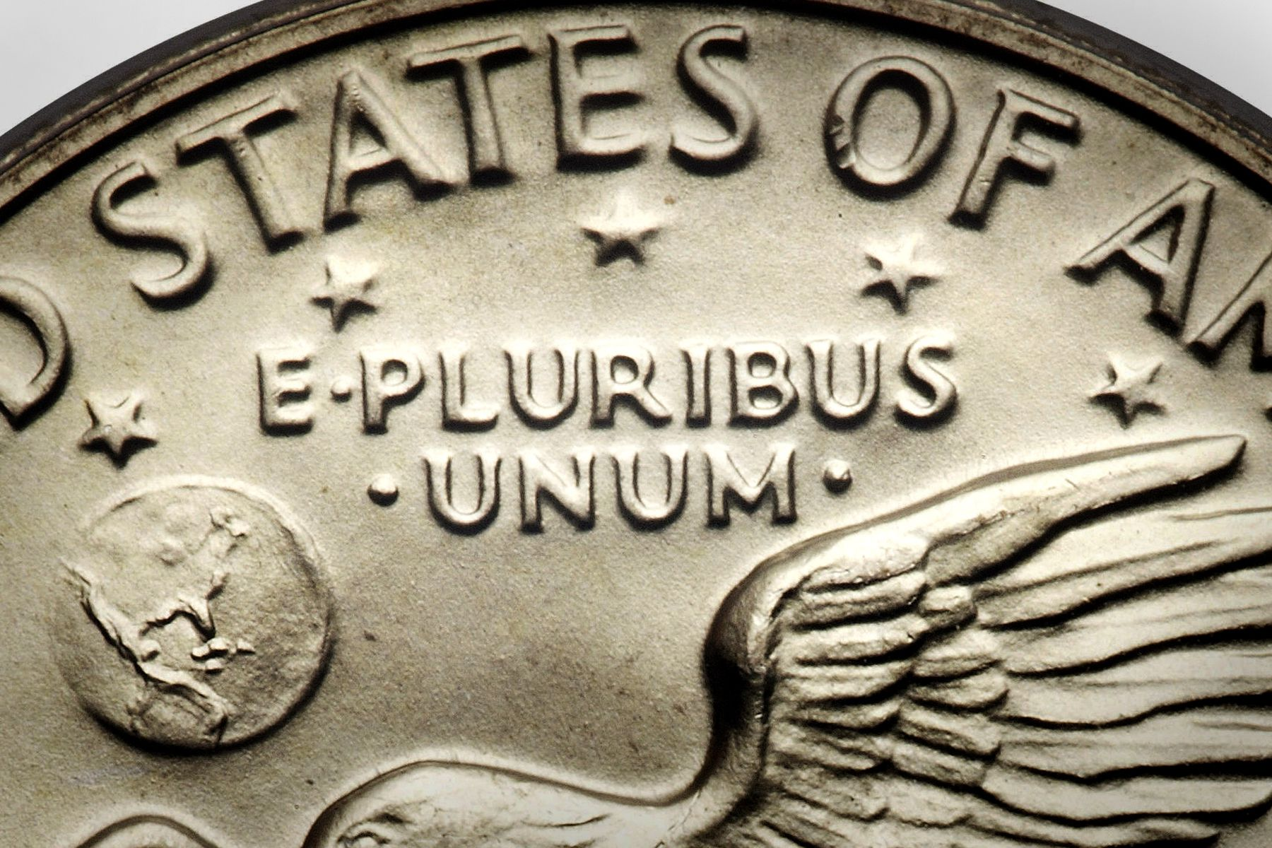 what does e pluribus unum mean on a coin