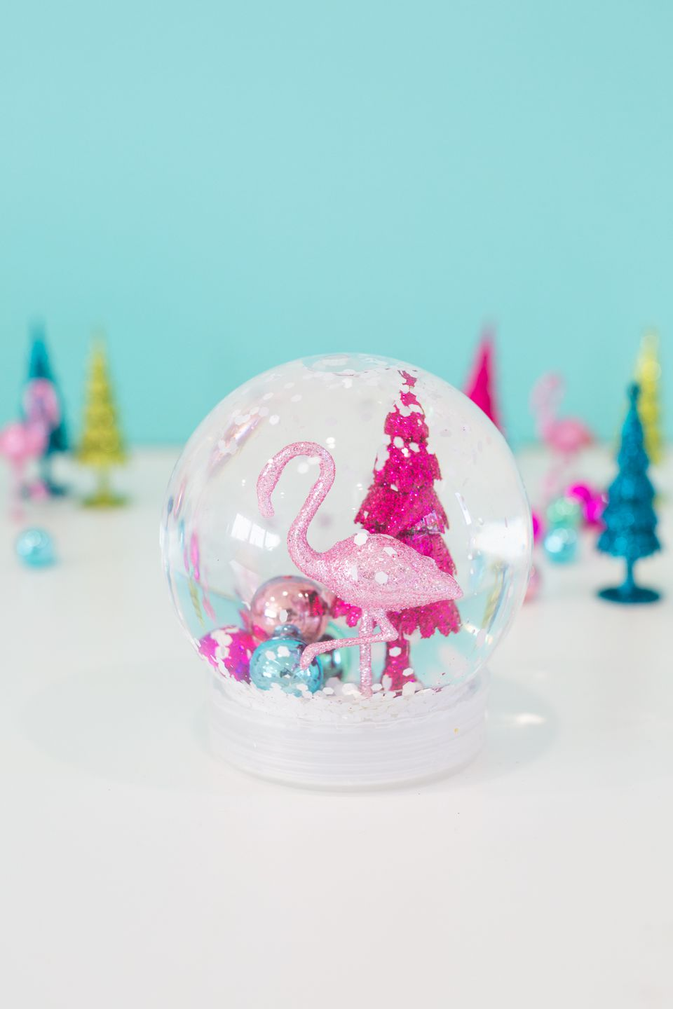 Snow globe with a flamingo