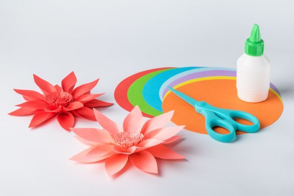 Making paper flowers. Creative hobby