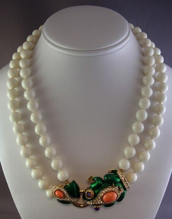 Ciner Bead Necklace With Frog Clasp