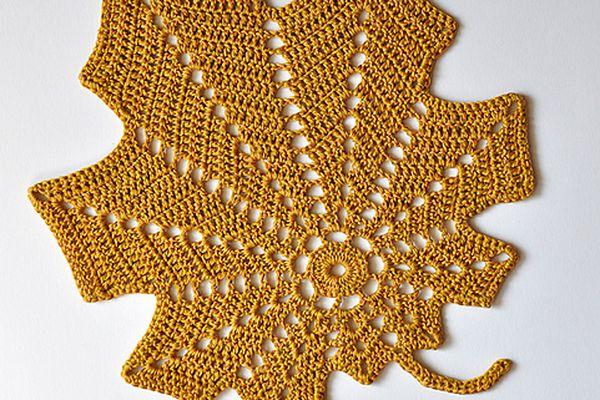 Large Autumn Leaf Free Crochet Pattern