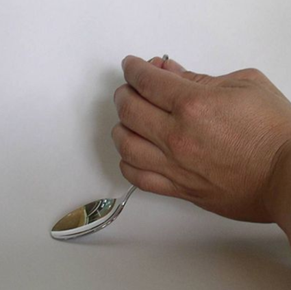 how to bend a spoon