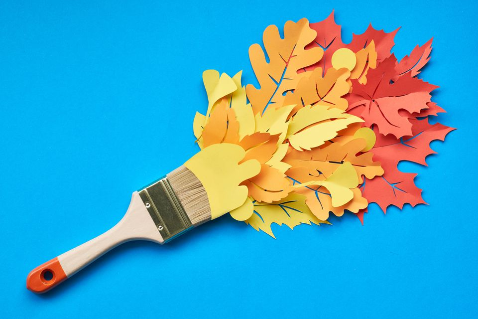 A pain brush with paper fall leaves