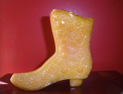 Vintage boot-shaped slag glass tooth pick holder
