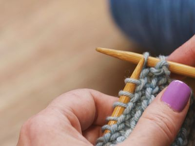 Make Stitches Using The Knit Cast On Technique