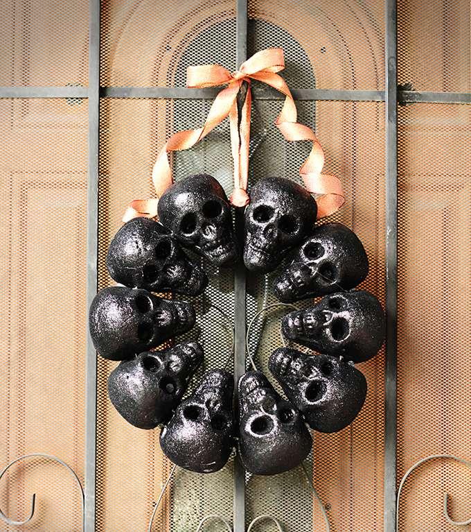 DIY Creepy Skull Wreath