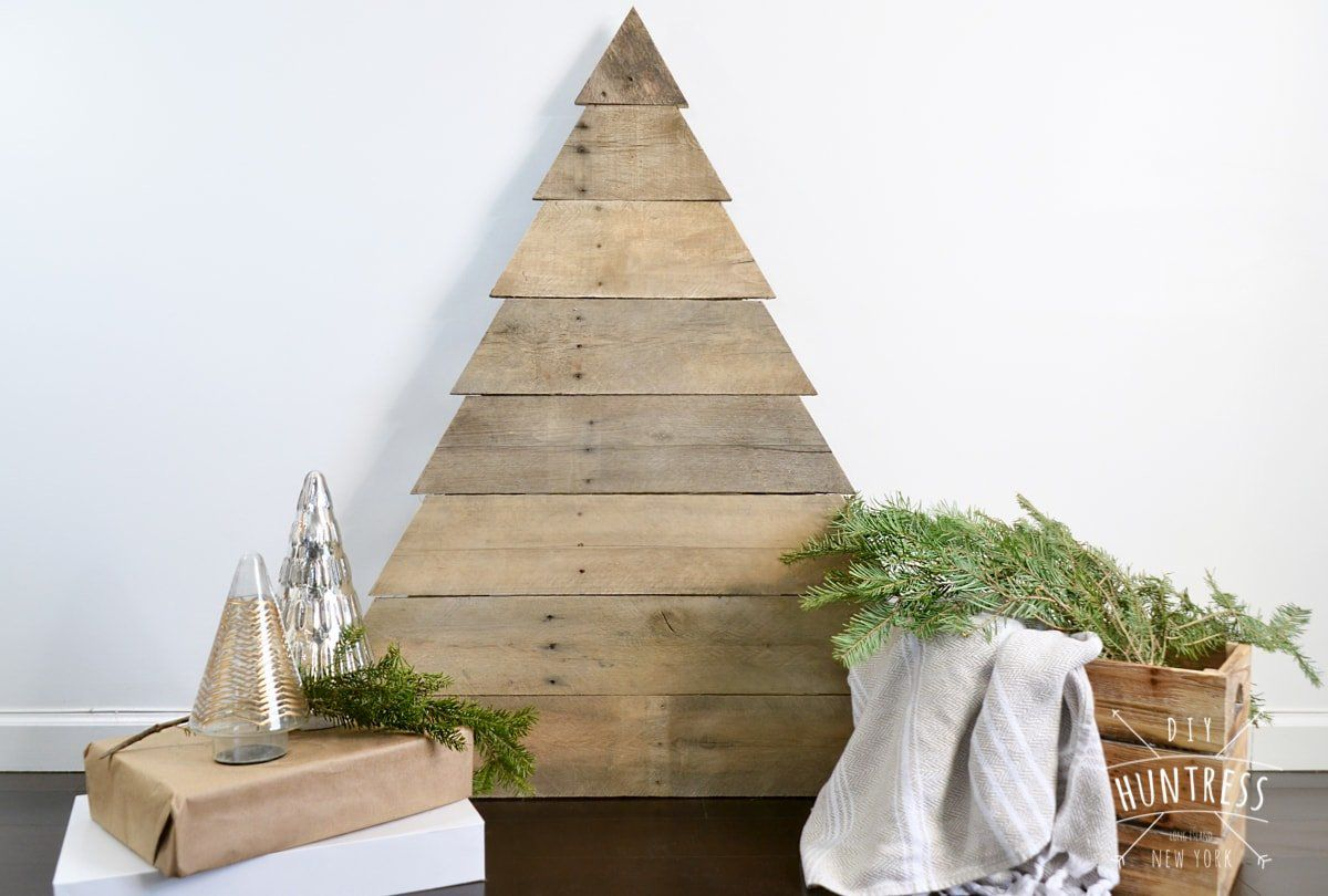 A plain Christmas tree made from a wood pallet.