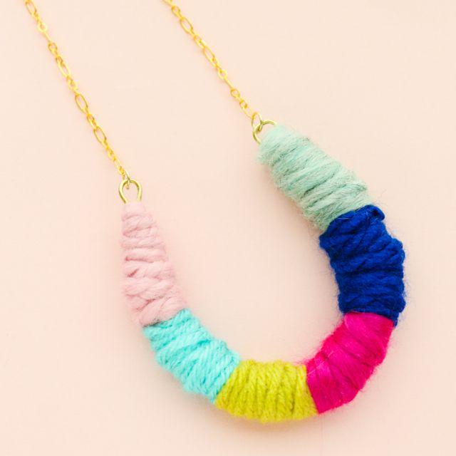Yarn horseshoe necklace