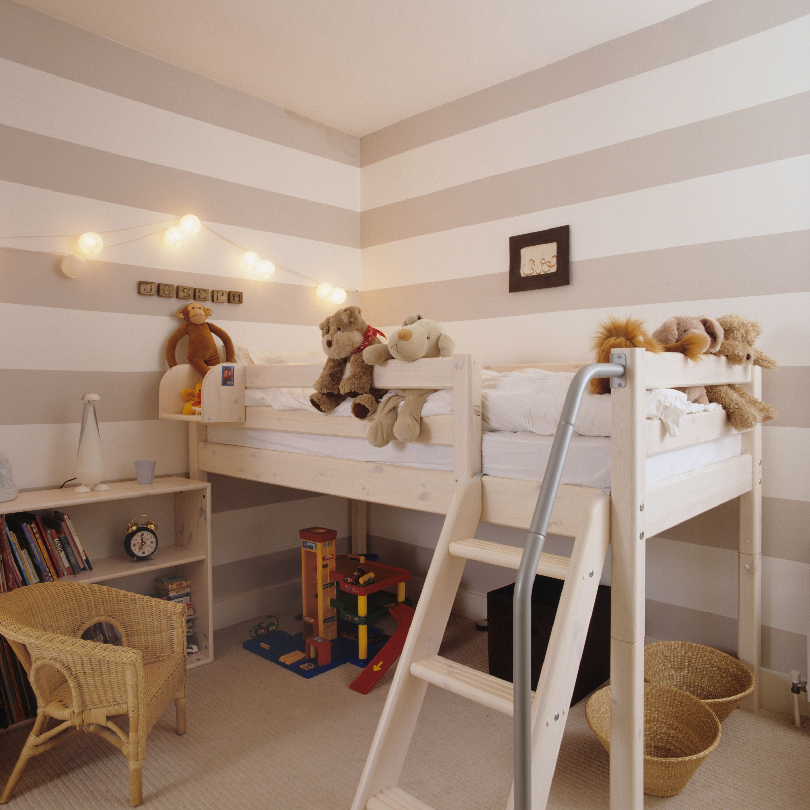 5 Beautiful Accent Wall Ideas To Spruce Up Your Home: 15 Free DIY Loft Bed Plans For Kids And Adults