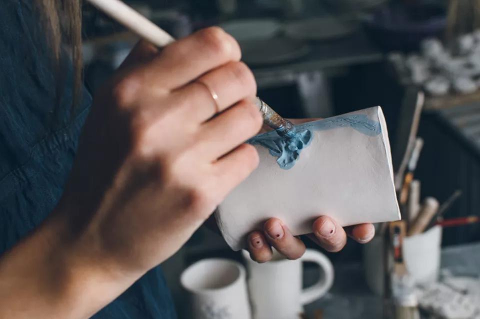 painting a mug