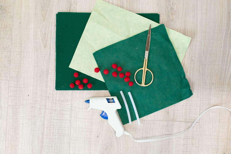 materials for felt holly garland