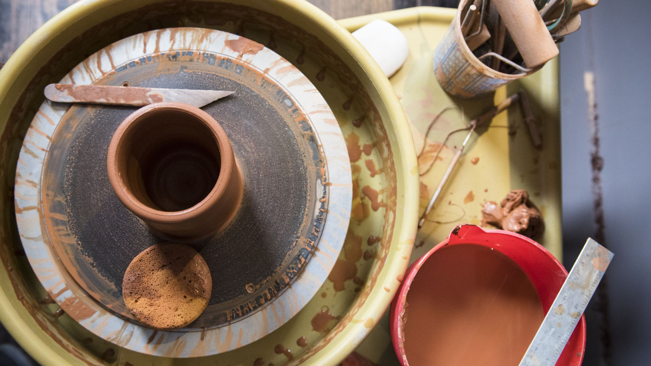 How To Throw A Basic Cylindrical Pot