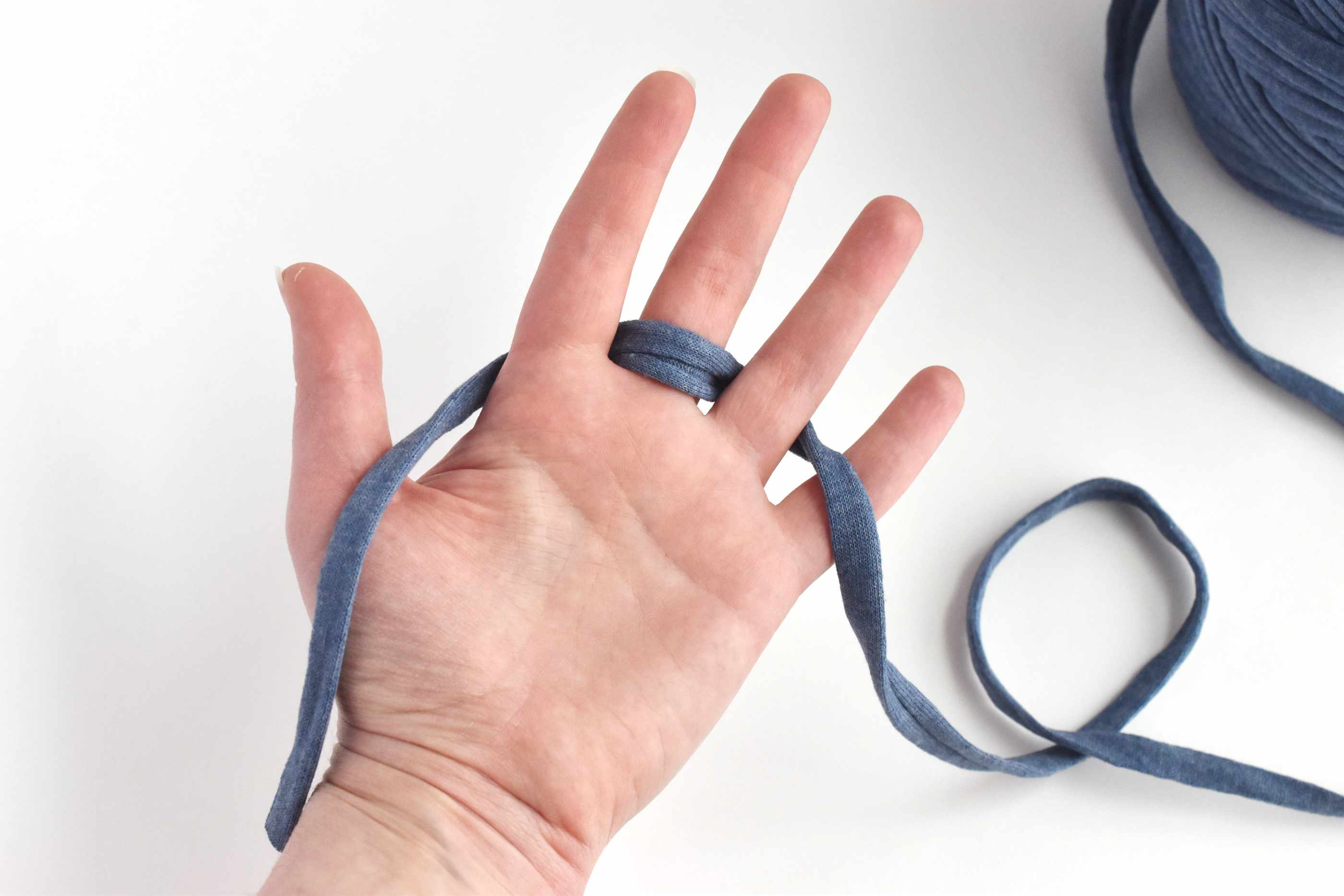 Wrap the Yarn Between Your Fingers
