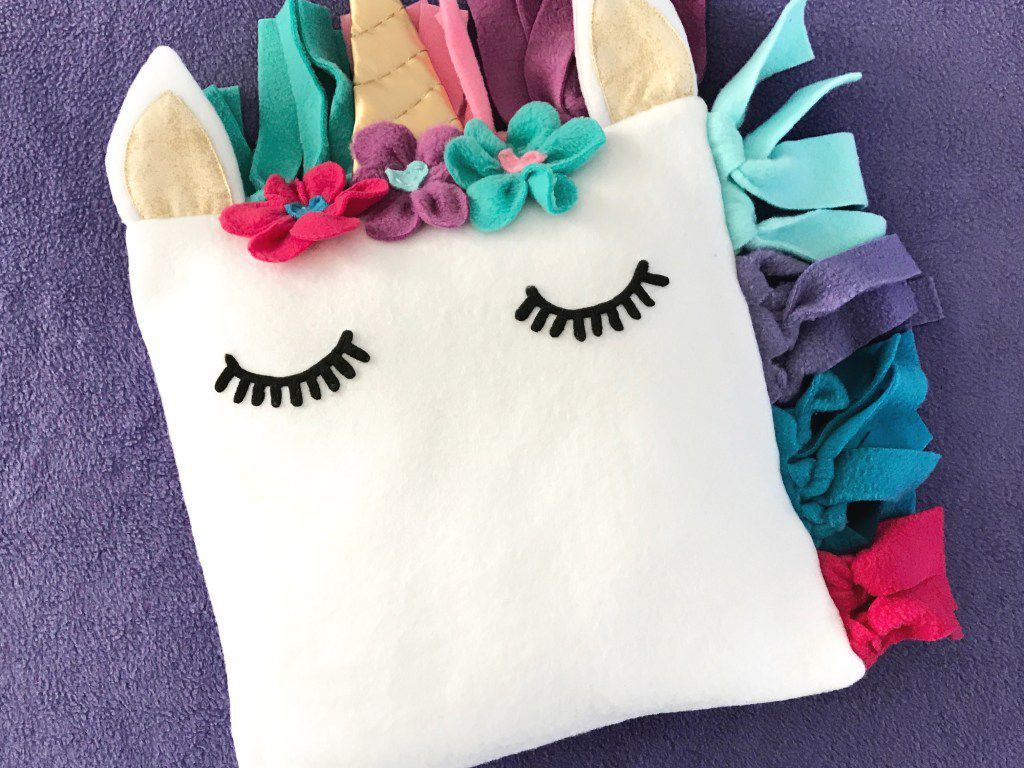 11 Fun And Easy Slumber Party Crafts