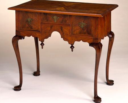 Identify Queen Anne Style Antique Furniture