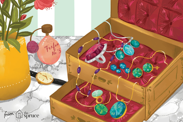Illustration of Alexandrite jewelry in a jewelry box
