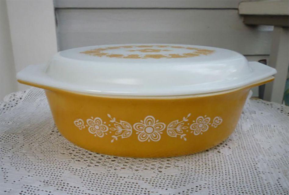 Pyrex Butterfly Gold Casserole Dish