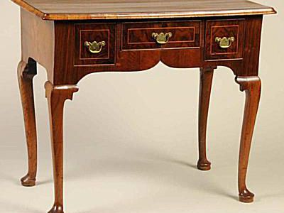 Two Different Styles of Queen Anne Furniture. Antique Collecting - How To Date Antique Furniture