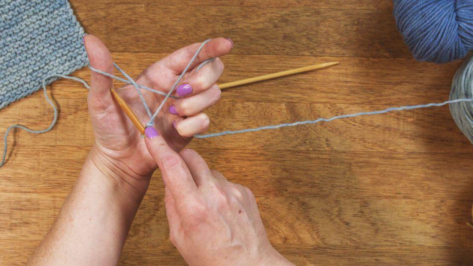 long-tail cast-on knitting method