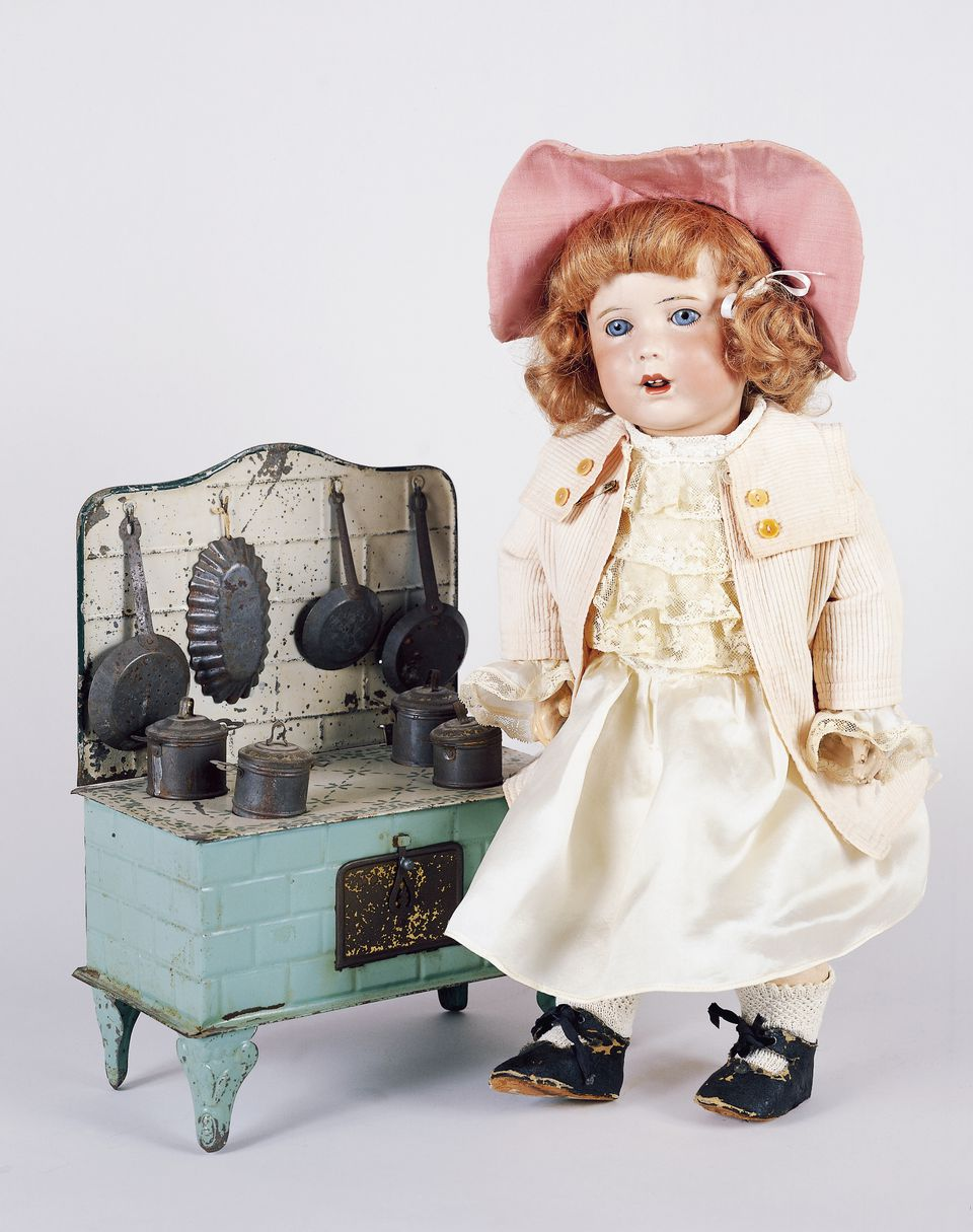 Play kitchen and baby doll No 251, bisque head doll made by Societe Francaise de Fabrication de Bebes et Jouets (SFBJ), 1920, France, 20th century