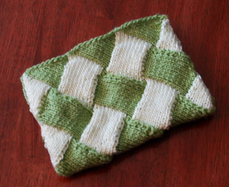 Try Entrelac with This Easy Pouch Pattern