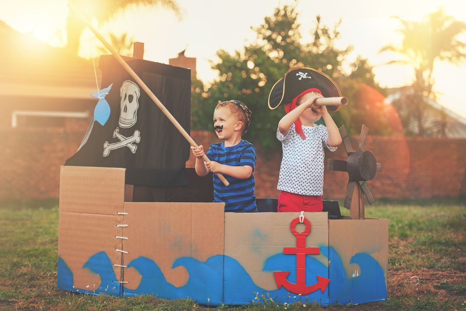 kids playing pirate games