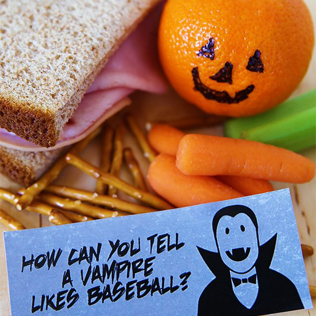 A lunch with a Halloween lunchbox note