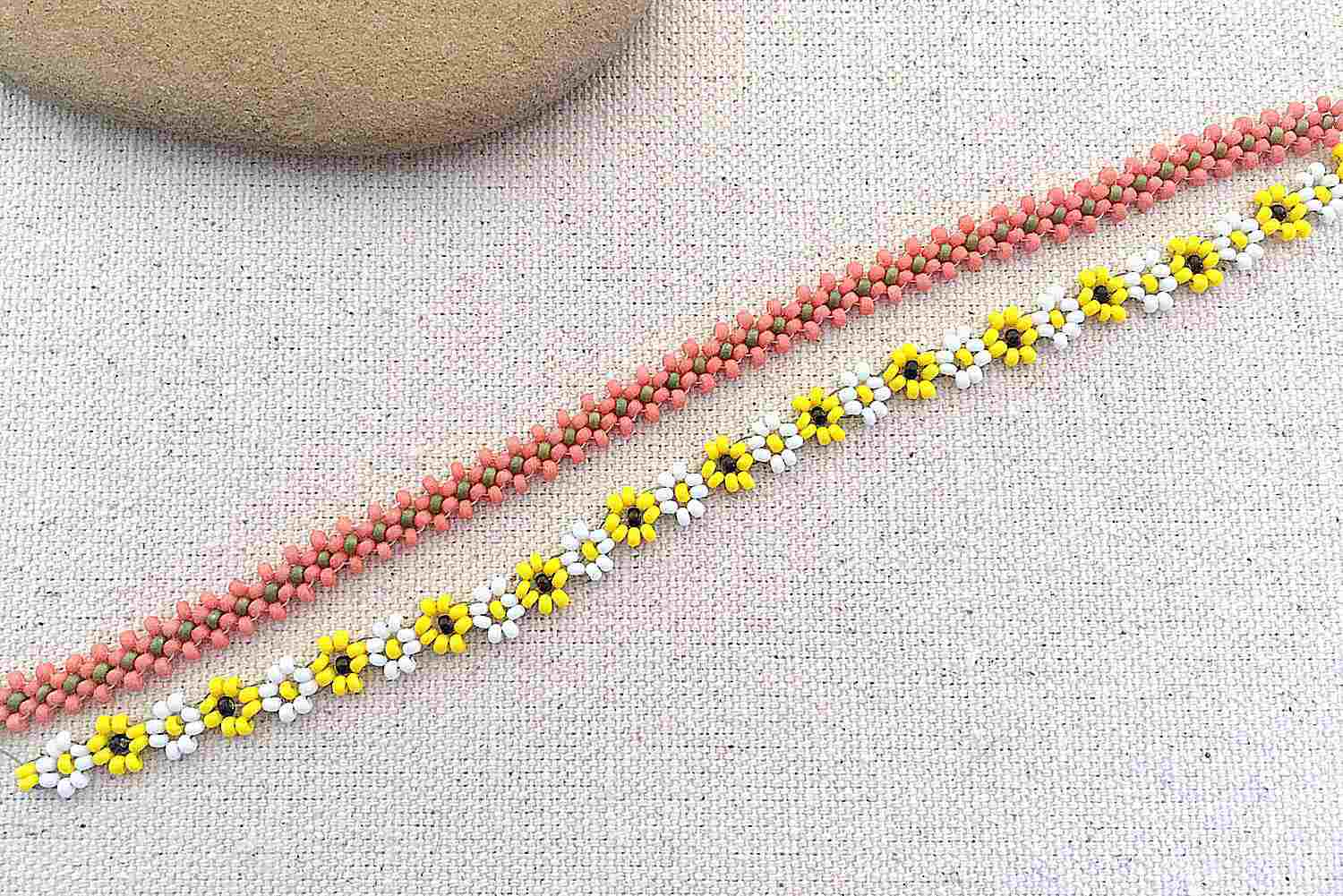 9abf92b4a80 Daisy Chain Beading Stitch Tutorial. Connected Daisy Chain Tutorial