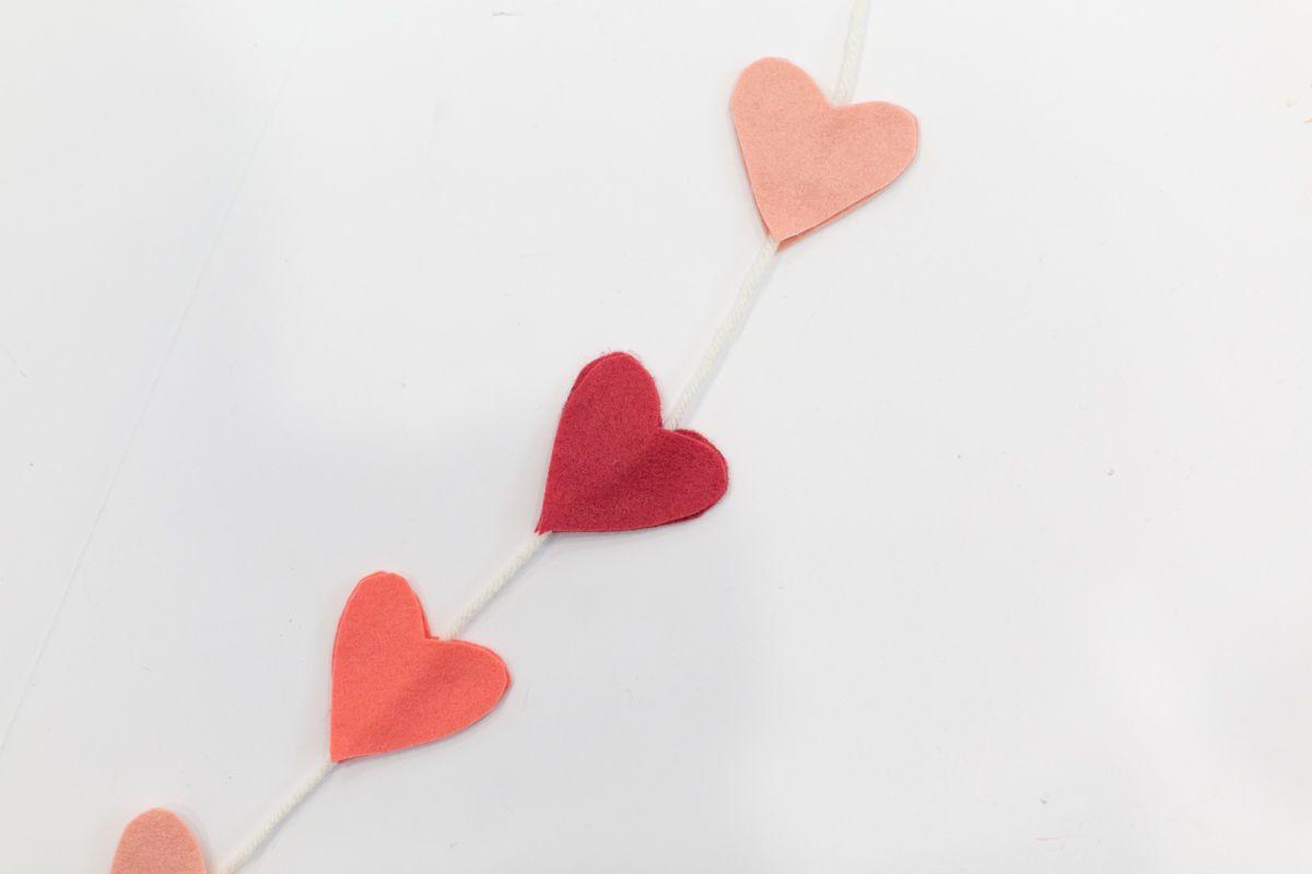 DIY felt heart Valentine garland