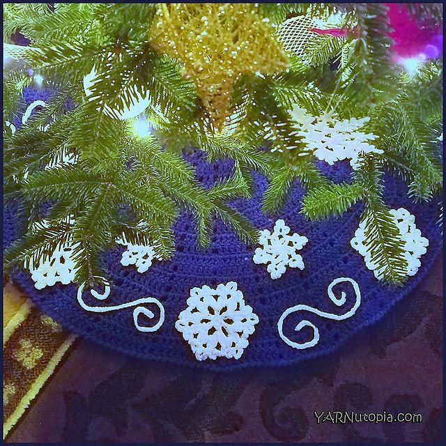 Fabulous Flurries Tree Skirt Free Crochet Pattern