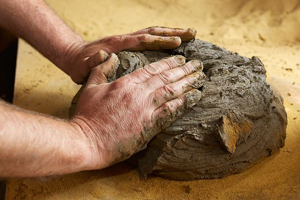 What is grog in pottery?