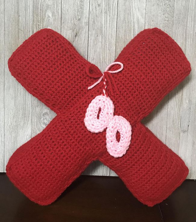 Crochet Valentine's Pillow Free Pattern