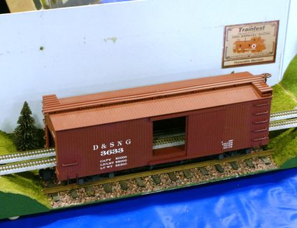 N and G scale track and train