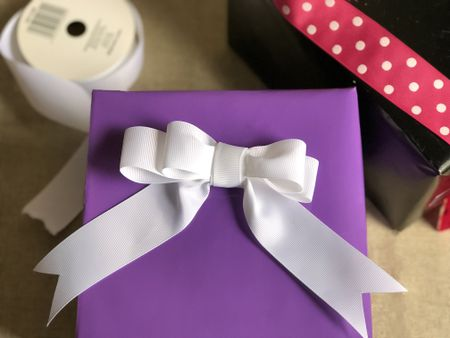 How To Make Gift Wrap Bows With Ribbon