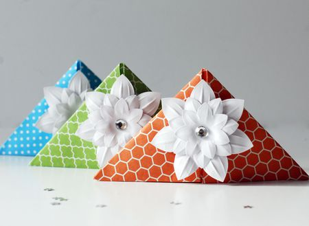 How To Make Adorable And Easy Origami Corner Bookmarks