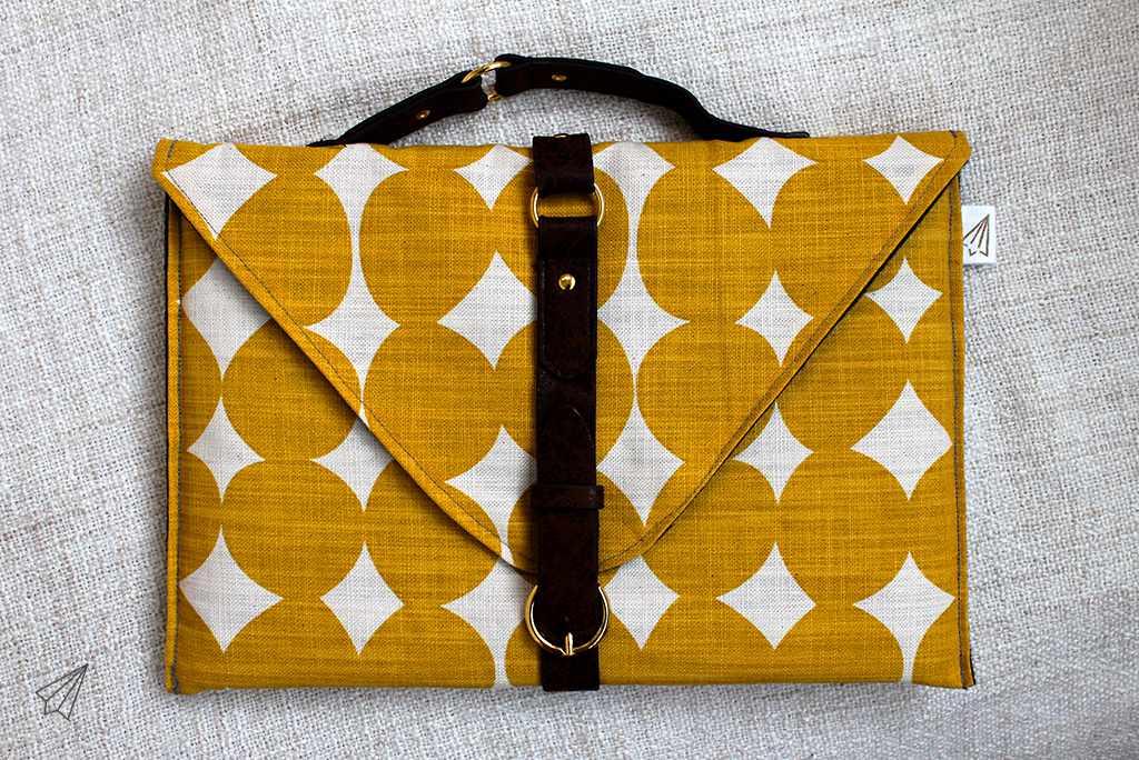 belted laptop case