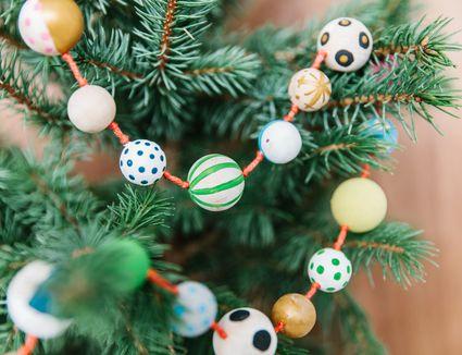 DIY Christmas bead garland
