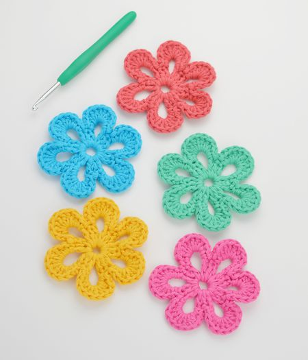 Easy Free Crochet Flower Pattern