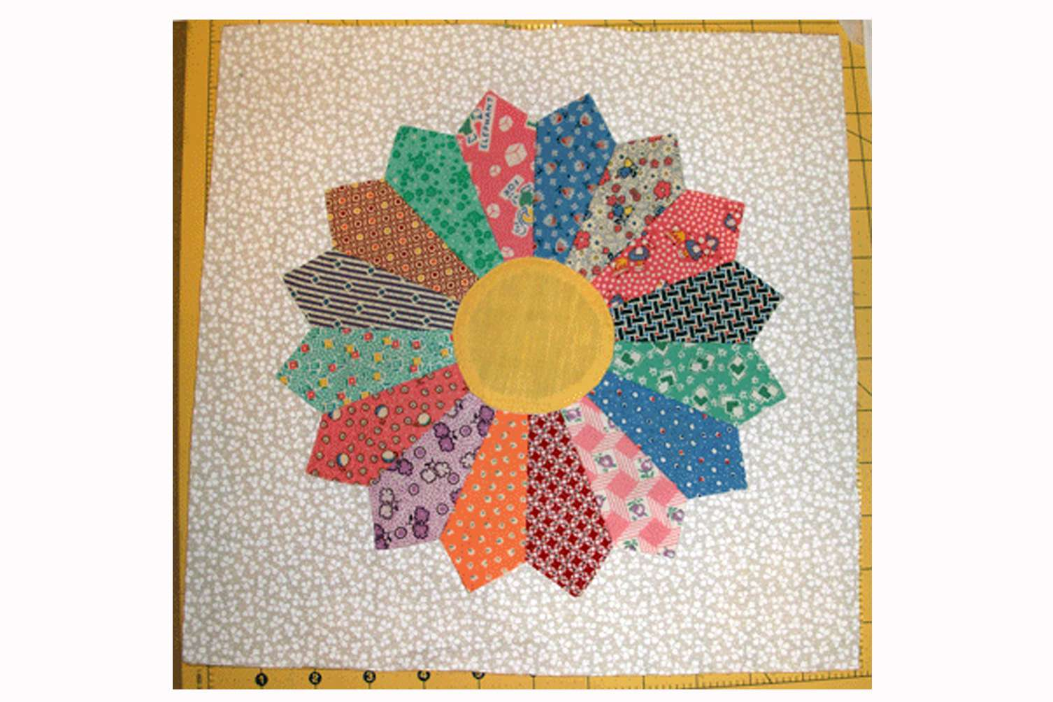 Easy Dresden Plate Quilt Block Pattern