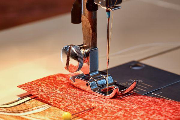 sewing-machine-needle-presser-foot.jpg