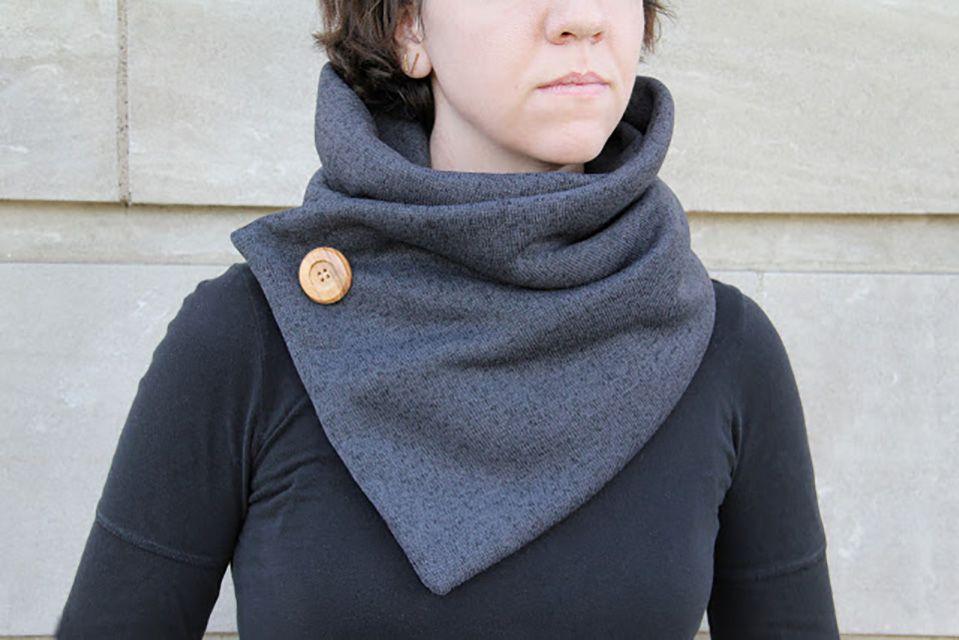 sweatshirt cowl neck scarf diy