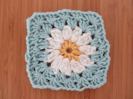 Flower Granny Square Free Crochet Pattern