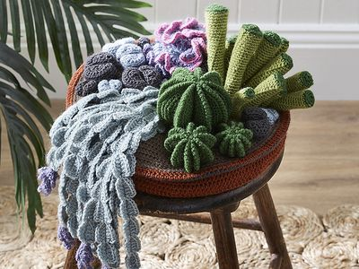 FREE Amigurumi Mini Vegetables Cell Phone Charm Crochet Pattern ... | 300x400