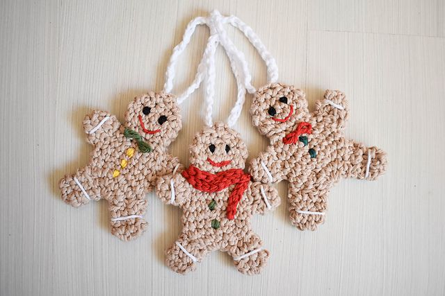 gingerbread man free crochet ornament