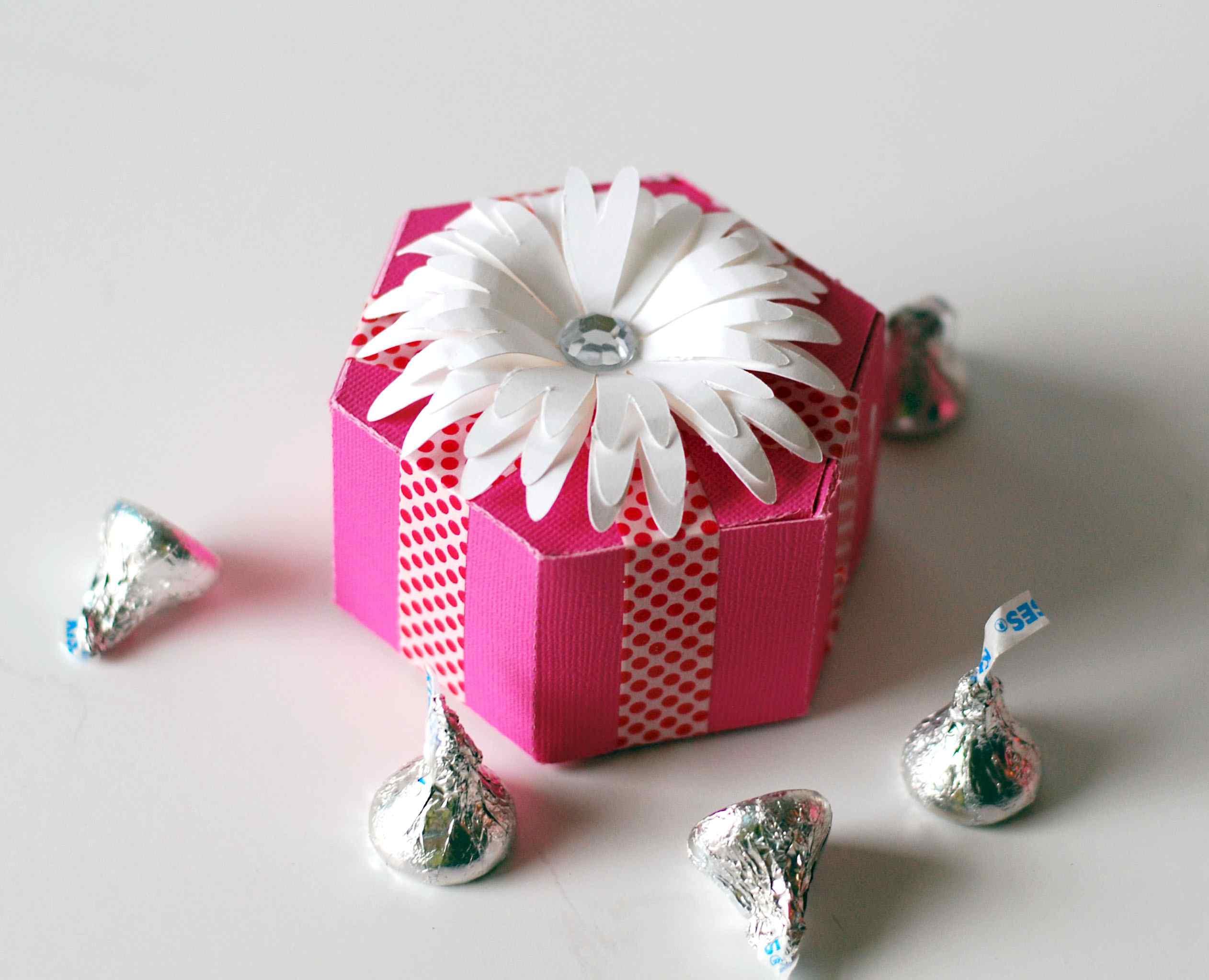 How To Make A Cute Hexagon Shaped Gift Box