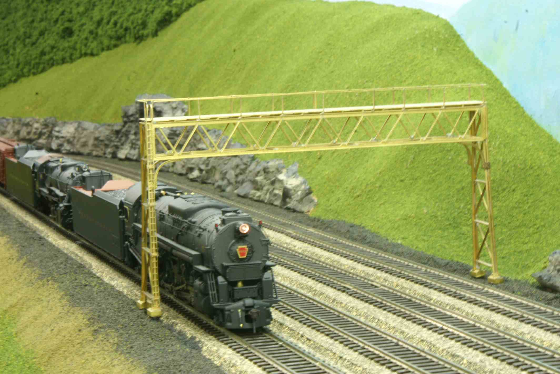 Model train going under an arch