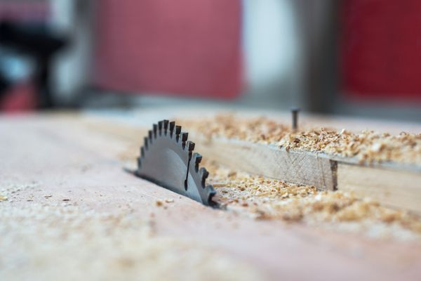electric woodworking saws