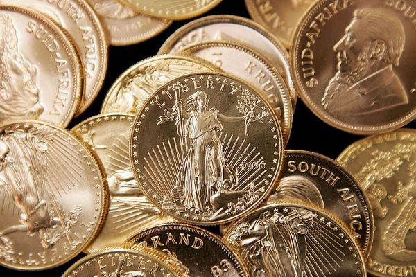 Gold Rises To New 25-Year High Above $725