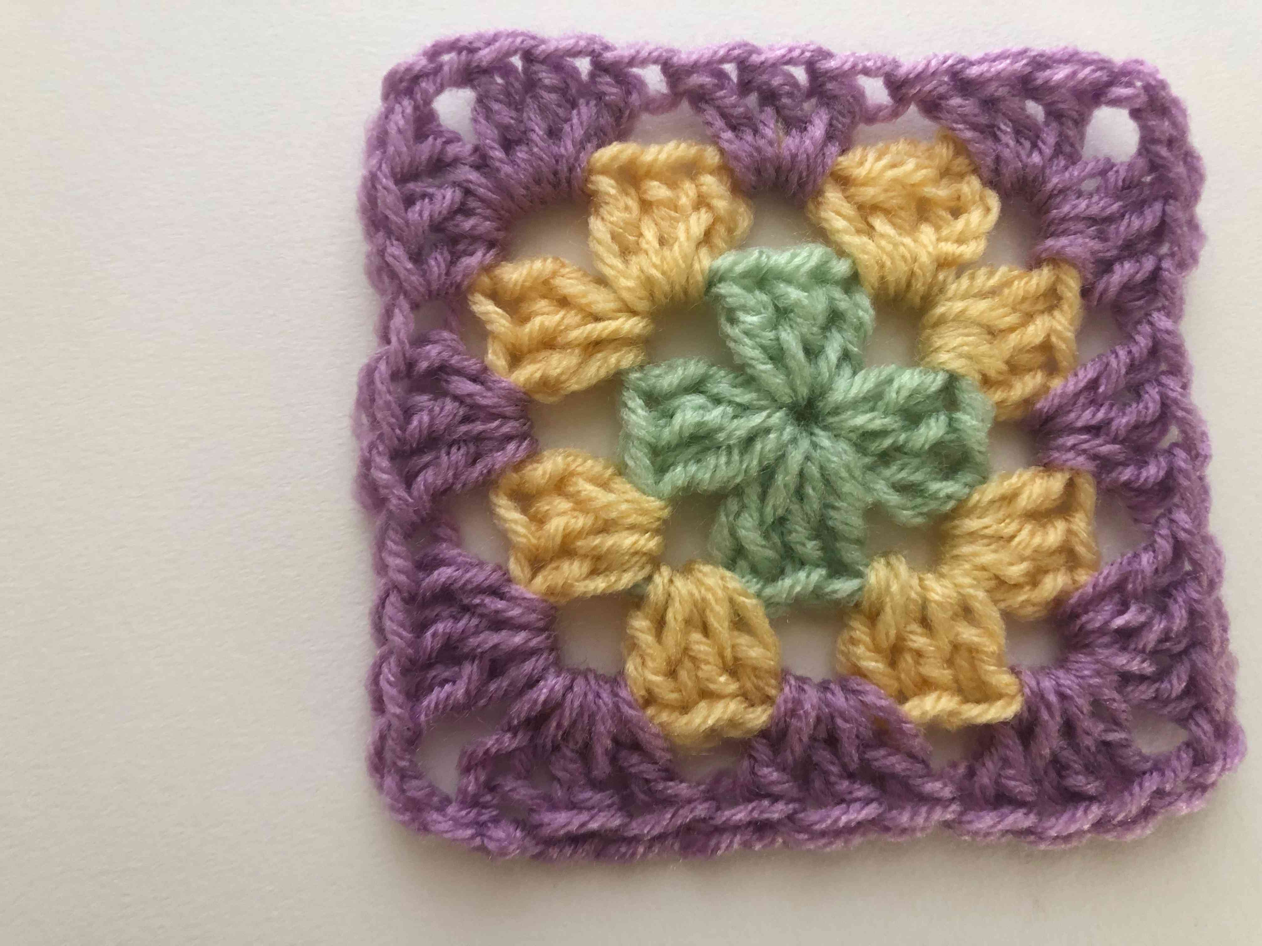 3 round crochet granny square