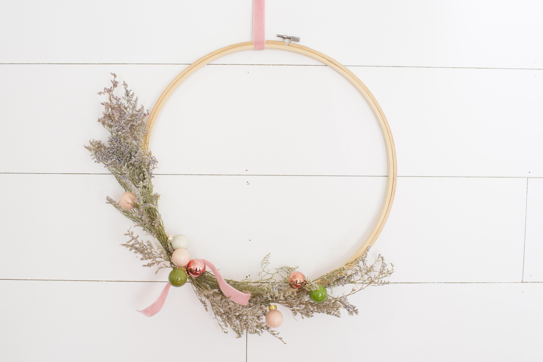 37 Christmas Wreaths You Can DIY